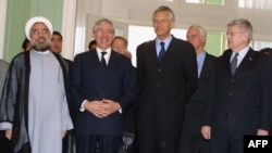 Hassan Rohani (left) and Jack Straw (second left), as well as France's Dominique de Villepin and Germany's Joschka Fisher meet in Tehran in 2003.
