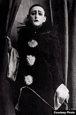Вертинский в костюме Пьеро