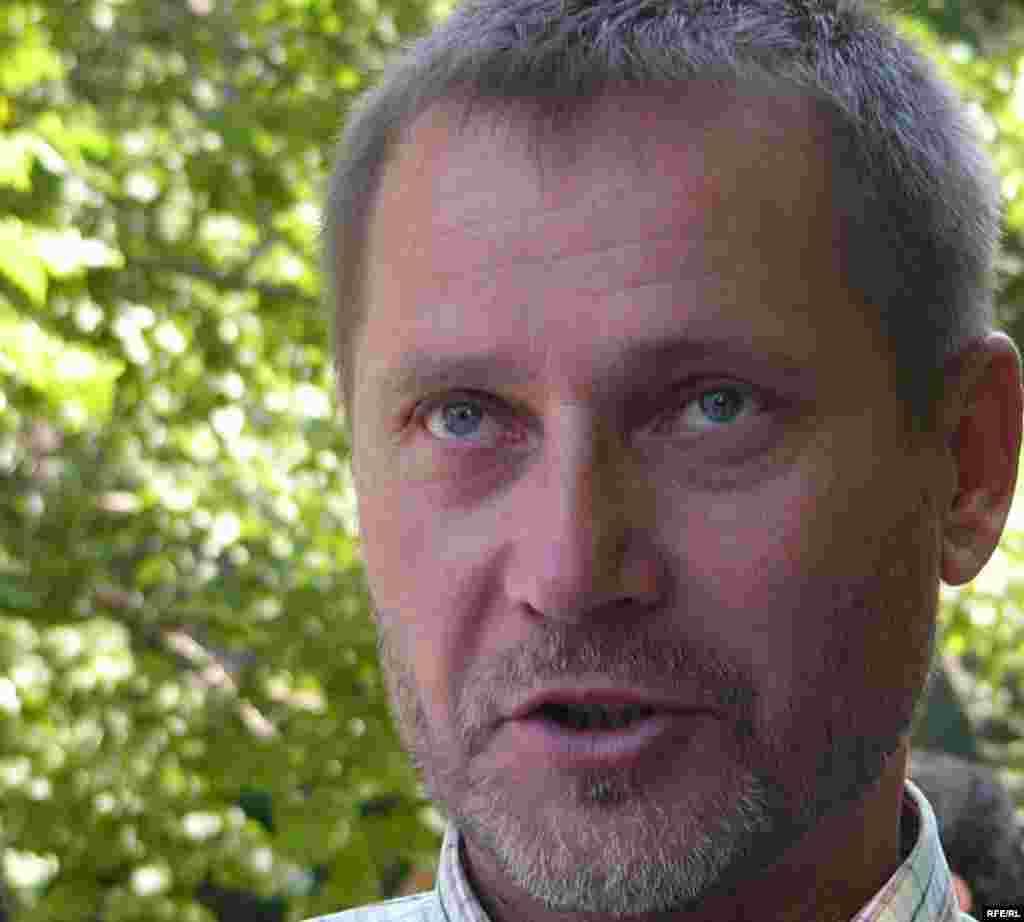 Сергей Дуванов, независимый журналист. - Сергей Дуванов, независимый журналист, участвует в акции протеста в защиту СМИ. Алматы, 24 июня 2009 года.