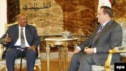حسنی مبارک و عمرالبشیر روز چهارشنبه ۲۵ مارس در قاهره