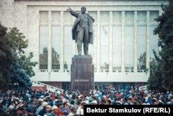 Эски аянттагы Лениндин эстелиги. Курман айт. Бишкек.
