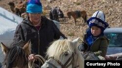Этнические казахи в Баян-Улгийском округе Монголии. Фото Баяра Балганцэрэна. 2014 год.