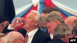 На приеме в Москве 9 мая 1995 года