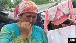 По данным ООН, счет беженцев из южной Киргизии идет на сотни тысяч.