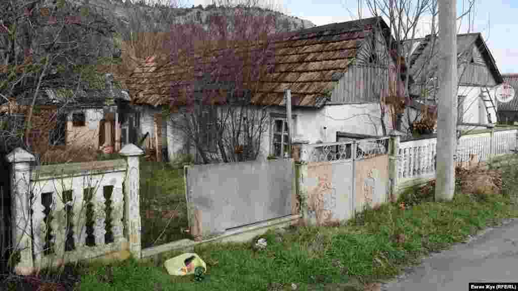 У селі є покинуті будинки