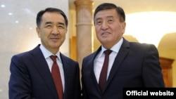 Қазақстан премьер-министрі Бақытжан Сағынтаев (сол жақта) пен Қырғызстан премьер-министрінің міндетін атқарушы Сооронбай Жээнбеков. Бішкек, 2 қараша 2016 жыл.