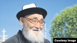 """Қырғыздың """"Манас"""" жырын жатқа айтатын жыршы Жүсіп Мамай."""