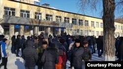 Акция протеста у здания управления образования Караганды, 6 января 2019 г.