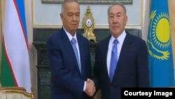 Президент Узбекистана Ислам Каримов (слева) и президент Казахстана Нурсултан Назарбаев.
