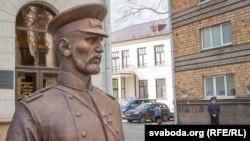 Скульптура «царскага гарадавога»ў Менску, архіўнае фота