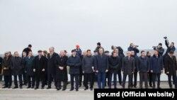 Чиновники, переговорщики и дипломаты на церемонии открытия моста
