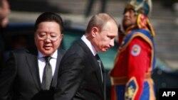 Володимир Путін (в центрі) під час візиту до Монголії, 3 вересня 2014 року
