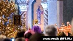Рождественская служба в храме в Белграде