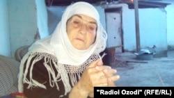 Майрамби Олимова, мать Гулру Олимовой - женщины, выехавшей в Сирию, которой экстремистская группировка ИГ не разрешает забрать детей на родину.
