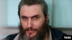 Публицист Борис Стомахин, обвиняемый в призывах к экстремизму, перед оглашением приговора в Бутырском суде. Апрель 2014 года.