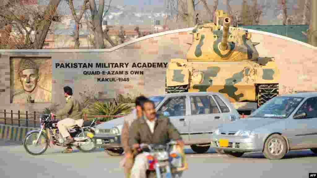 У місті — Пакистанська військова академія, головне військове училище армії Пакистану