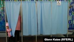 На избирательном участке в Узбекистане в день парламентских выборов. 22 декабря 2019 года.