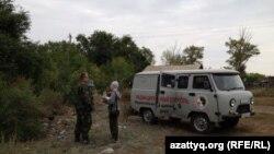 Калачи ауылына барған ұлттық ядролық орталық қызметкерлері. Ақмола облысы, 7 қыркүйек 2014 жыл.