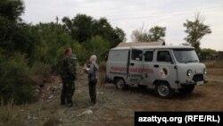 Калачи ауылындағы зерттеу комиссиясының көлігі. Ақмола облысы, 7 қыркүйек 2014 жыл