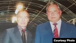 Казахстанский предприниматель Тохтар Тулешов (слева) и Курманбек Бакиев, который был президентом Кыргызстана до своего свержения в 2010 году.