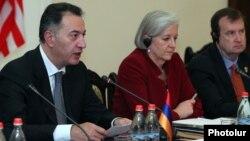 Armenia - Economy Minister Karen Chshmaritian (L), U.S. Deputy Assistant Trade Representative Betsy Hafner, and U.S. Ambassador Richard Mills at the first meeting of the U.S.-Armenia Council on Trade and Investment, Yerevan, 17Nov2015.