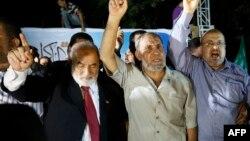 ХАМАС лидери Маҳмуд ал Зоҳар (марказда).