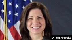 Кејт Мери Бирнс, замник шефица на мисијата во амбасадата на САД во Атина, Грција