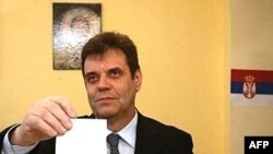 Vojislav Koštunica na glasanju