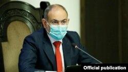 Премьер-министр Никол Пашинян на заседании правительства (архив)