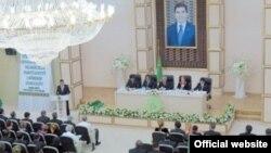 Түркіменстанның Өнеркісіп және кәсіпкерлер партиясының съезі. Ашғабад, 21 тамыз 2012 жыл.