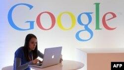 Google қызметкері жұмыс істеп отыр. (Көрнекі сурет)
