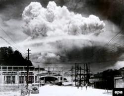 Нагасакиге ташталган атомдук бомба жарылгандан кийин. 9-август 1945-ж.