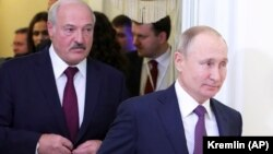 Vladimir Putin (sağda) və Alyaksandr Lukashenka dekabrın 20-də görüşdən sonra