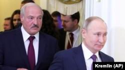 Президент России Владимир Путин и президент Беларуси Александр Лукашенко на встрече Высшего Евразийского экономического совета в Санкт-Петербурге. 20 декабря 2019 года.