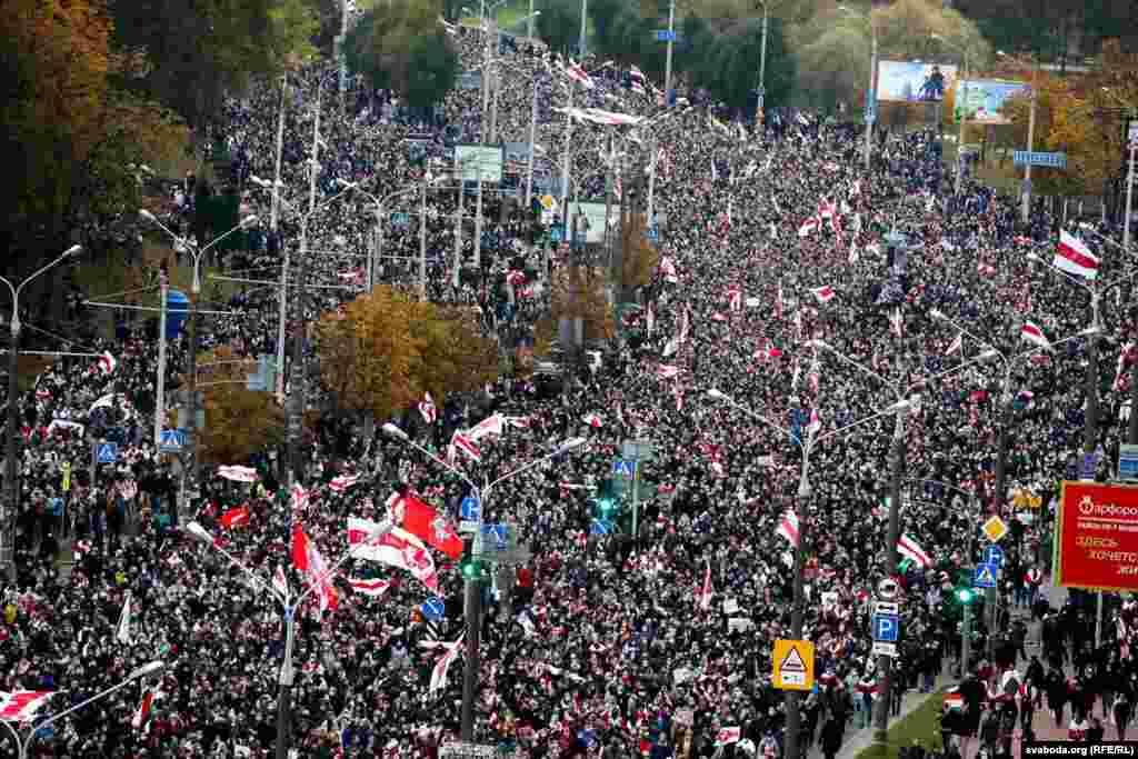 Телеграм-каналы оценили численность демонстрации 25 октября в более, чем 100 тысяч человек