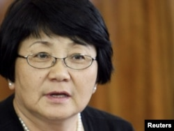 """Interim leader Roza Otunbaeva praised the work of the international investigation as """"important and necessary."""" She's shown here during a meeting with human rights activists in Bishkek on June 11, 2010."""