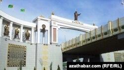 Babaraba girilýän derweze