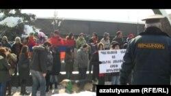 Акция защитников окружающей среды возле президентской резиденции