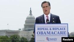 Главная законодательная инициатива Обамы по-прежнему остается самым грозным оружием в руках его противников (на фото Митт Ромни)
