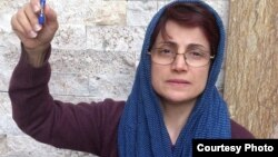 گفتوگو با نسرین ستوده، درباره گزارشهایی از چند «خودکشی» در زندان در پی اعتراضات