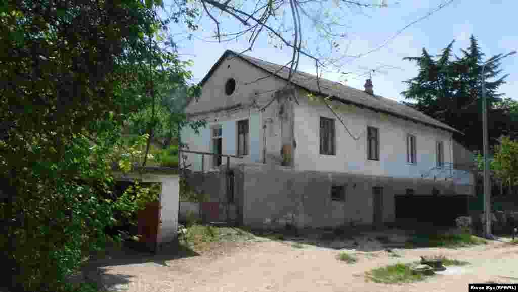 Дом послевоенной постройки в селе Черноречье