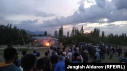 Ситуация на границе кыргызстанского села Чечме и узбекского села Чашма анклава Сох. 31 мая 2020 года.