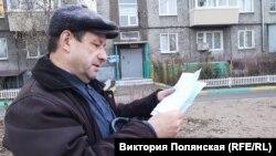 Олег читает письмо сына из СИЗО