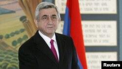 Действующий президент Армении Серж Саргсян на избирательном участке. Ереван, 18 февраля 2013 года.