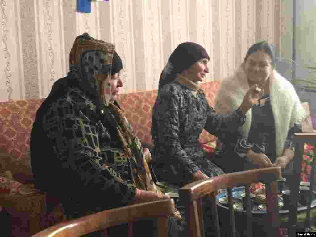 На початку 90-х років Веджіє Кашка активно допомагала співвітчизникам, які поверталися до Криму. Щоб підняти настрій, вона привозила в селища компактного проживання кримських татар жертовного барана. Пізніше це стало доброю традицією