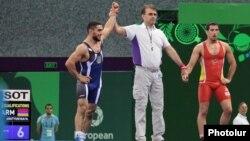 Azerbaijan - Armenian Greco-Roman wrestler Migran Arutyunyan (L) wins a bout at the European Games in Baku, 14Jun2015.