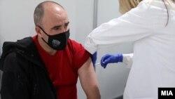 """Вакцинација против ковид-19 во Спортски центар """"Борис Трајковски"""" во Скопје на 5 април 2021"""