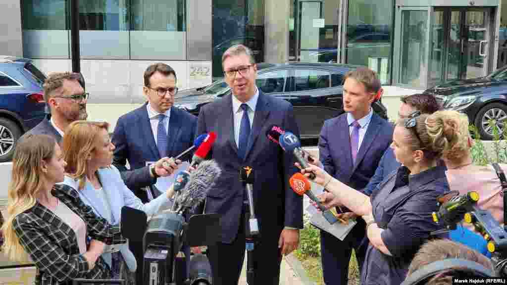 СРБИЈА - По новата рунда дијалог во Брисел, српскиот претседател Александар Вучиќ изјави дека средбата била лоша и дека разговорот бил многу непријатен бидејќи суштината на изјавата на албанската страна била дека Србија е виновна за три геноциди во Косово. Вучиќ кажа дека Србија ги прифатила сите три точки од предлогот на ЕУ за разговори, но дека Приштина не сакала да прифати ниту една, пренесе Н1.