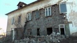 В аварийном доме обрушилась стена