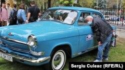 Volga 21. Potrivit organizatorilor, mașina este în forma sa inițială, adică nefiind revopsită.
